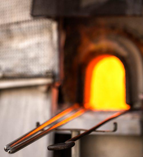 Forno di un labatorio della lavorazione del vetro di Murano, Venezia. Murano è conosciuta in tutto il mondo per l'artigianato della lavorazione del vetro.